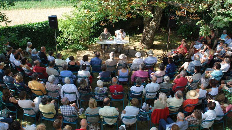 festival lecture sous l'arbre  au chambon sur lignon